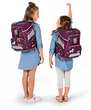 Zwei unterschiedlich große Mädchen tragen den gleichen Step by Step Schulranzen