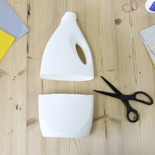 Durchgeschnittene Waschmittelflasche